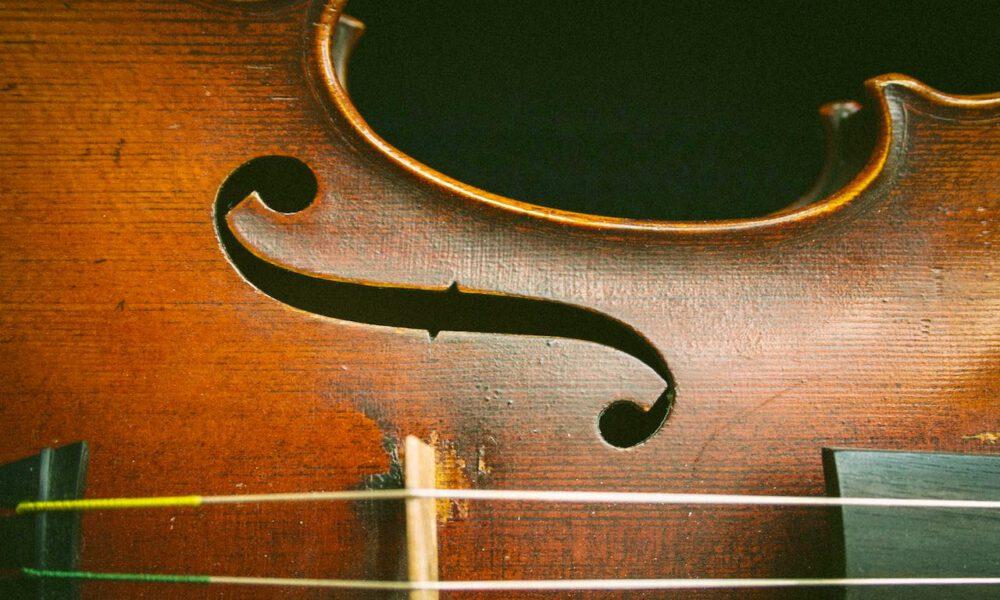 Detailaufnahme Einer Auf Der Seite Liegenden Violine