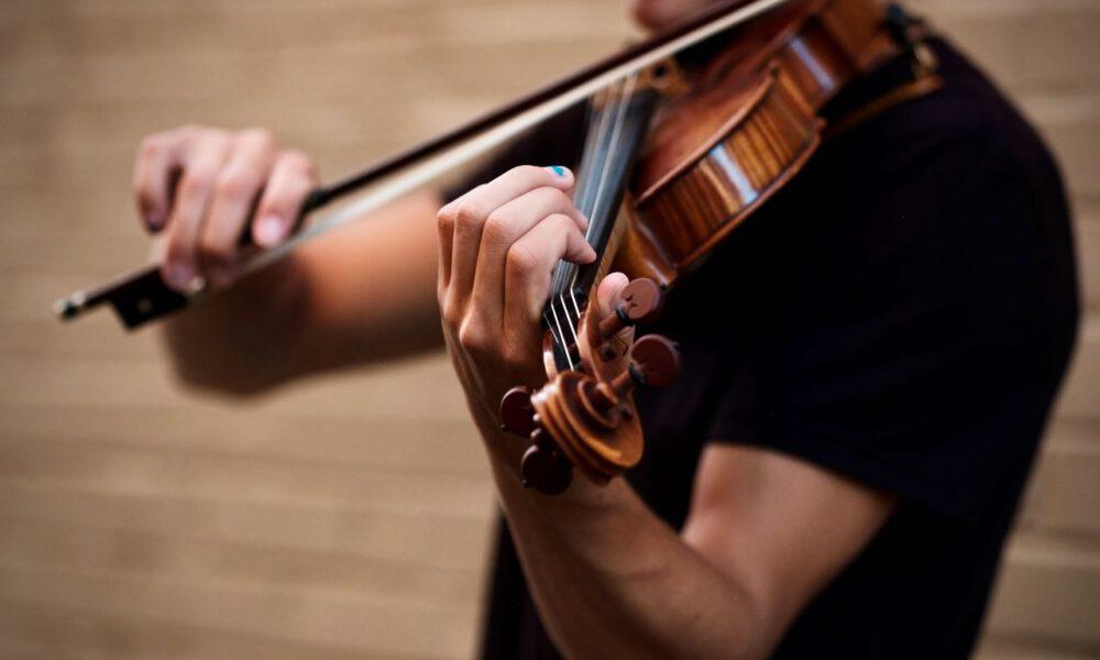 Ein Musiker Spielt Violine